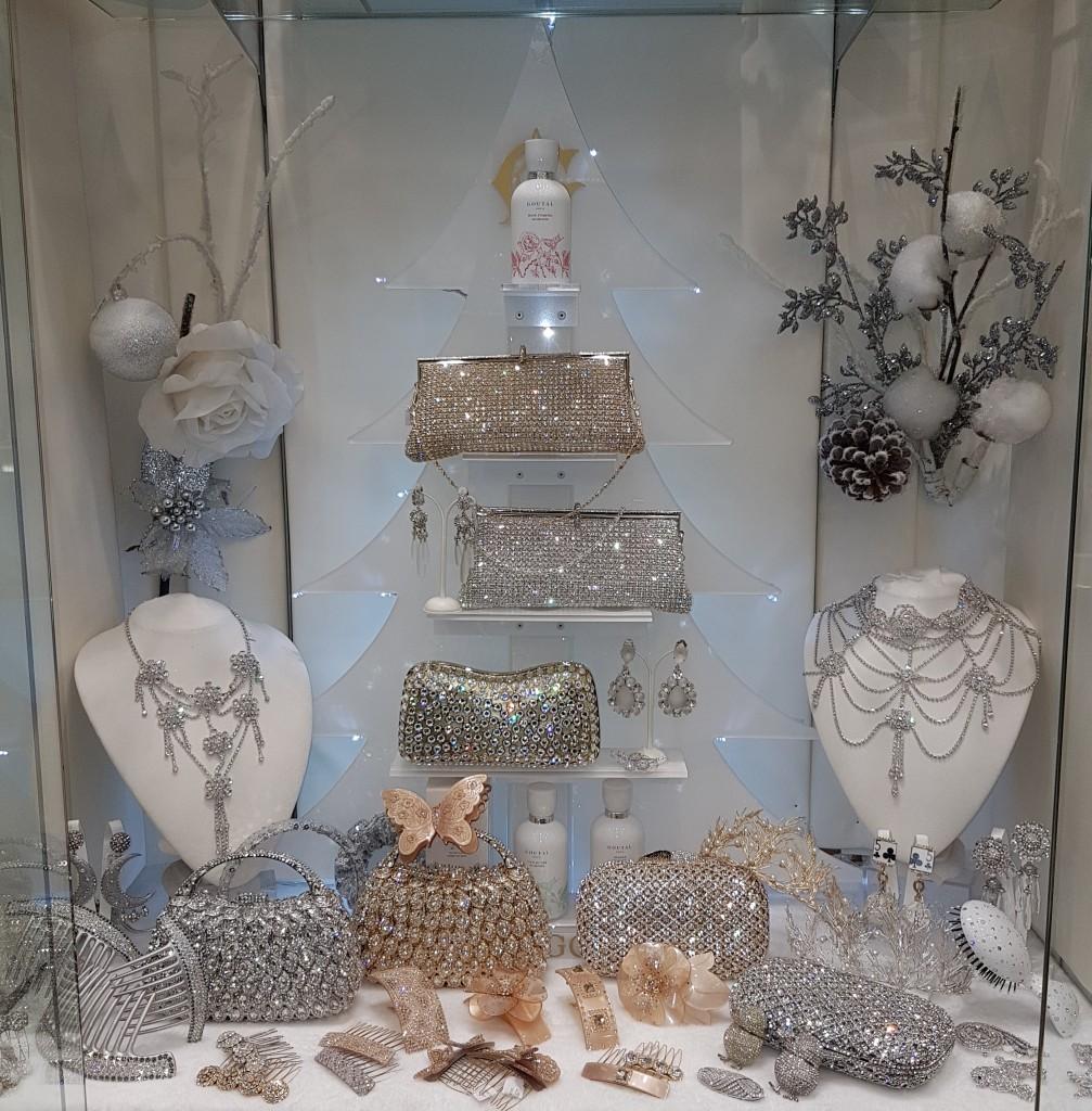 Bijoux gioielli e accessori donna di Profumerie Castelli Roma