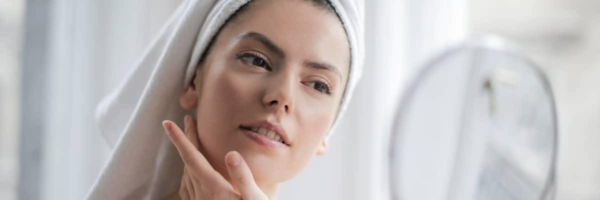Come fare la skincare: i passaggi e i prodotti fondamentali per la cura della pelle